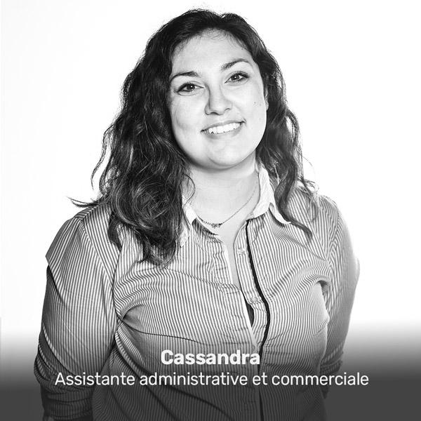Cassandra, assistante administrative et commerciale à la Miroiterie du Rhône