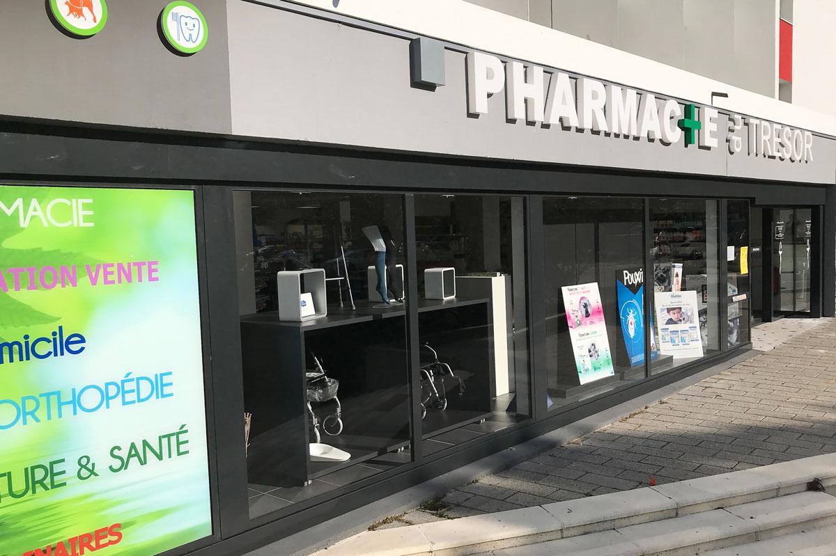 Vitrine de magasin en verre par la Miroiterie du Rhône