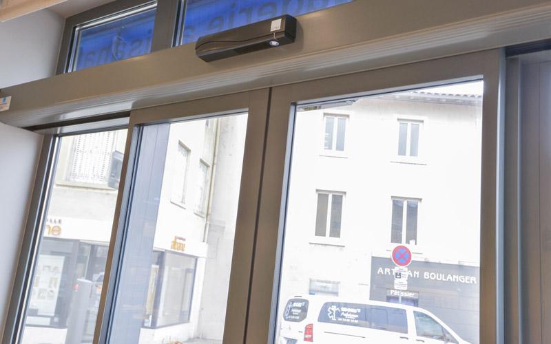 Porte menuiserie aluminium par la Miroiterie du Rhône