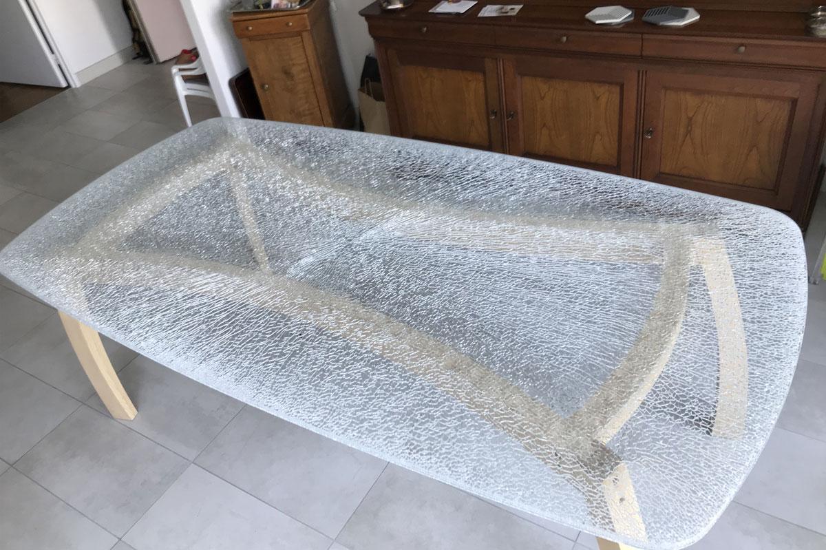 Plateau de table en verre texturé sur-mesure par la Miroiterie du Rhône