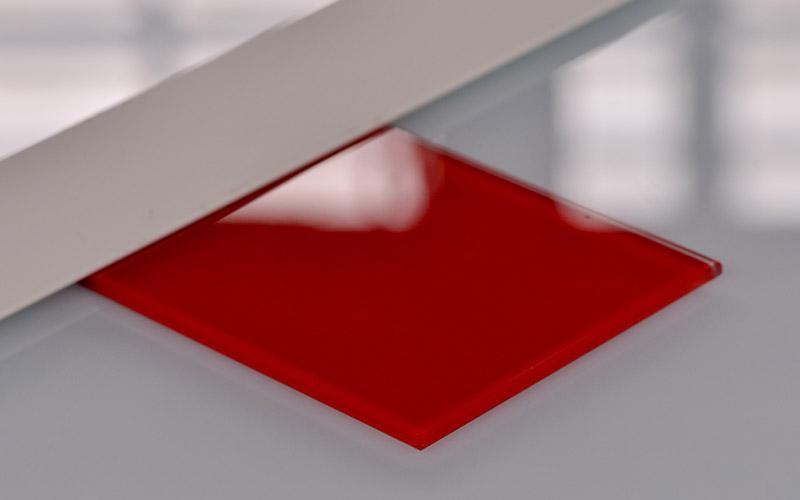 Verre laqué coloré rouge, un produit proposé par la Miroiterie du Rhône