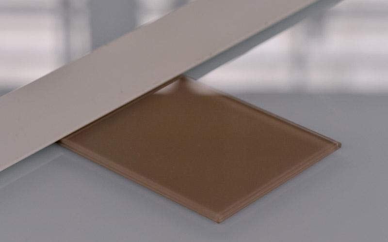 Verre laqué coloré beige, un produit proposé par la Miroiterie du Rhône