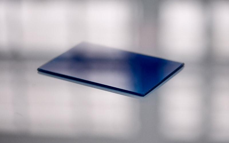 Verre laqué coloré bleu, un produit proposé par la Miroiterie du Rhône