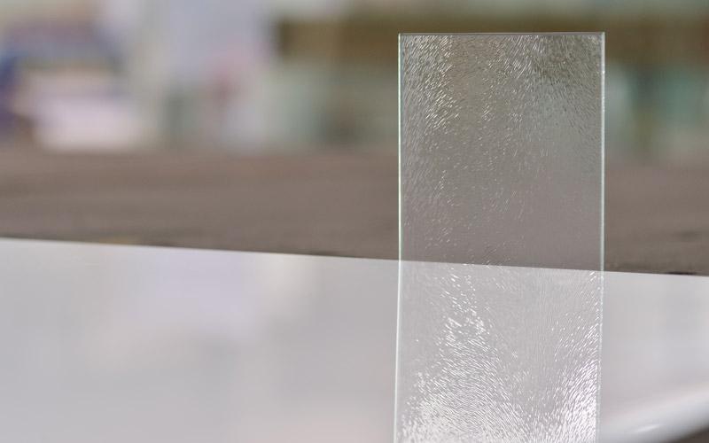 Verre texturé décoratif, par la Miroiterie du Rhône