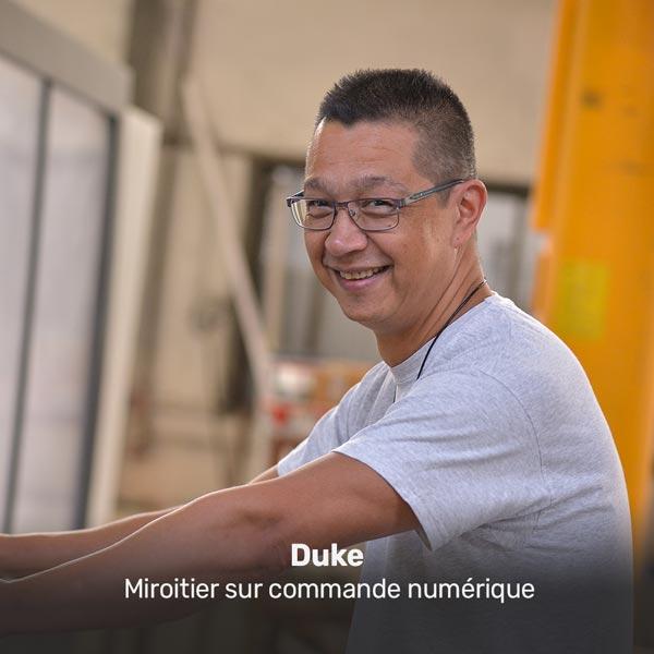 Duke, miroitier sur commande numérique à la Miroiterie du Rhône